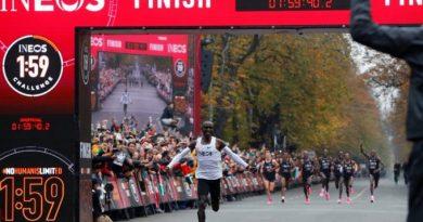 Perezida Kenyatta yashimiye Eliud waciye agahigo ku Isi muri 'Marathon'