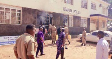 Uganda:Umumotari yitwikiye muri sitasiyo ya Polisi
