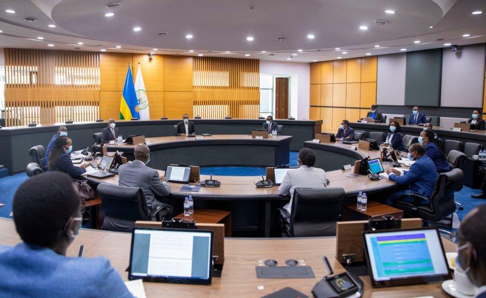 Perezida Kagame ayoboye inama y'Abaminisitiri yiga ku itangwa ry'inkingo za Covid-19
